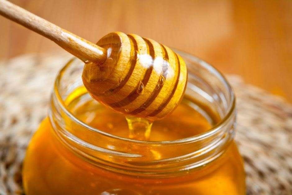 Pasigaminkite per minutę: medaus kaukė veidui